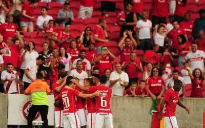 Lateral Junio comemora estreia com vitória pelo Internacional