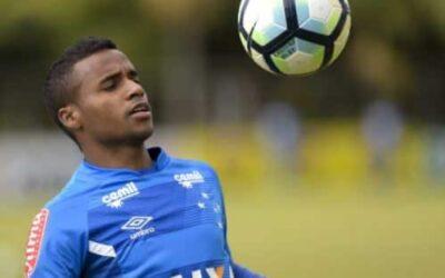 Elber agradece confiança de Mano e valoriza sequência com a camisa do Cruzeiro