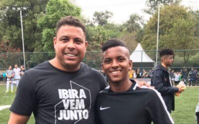 Rodrygo, do Santos, participa de evento da Nike ao lado de Ronaldo Fenômeno e Jô