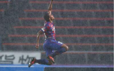 Lins chega ao quinto gol em nove partidas pelo Ventforet Kofu no Campeonato Japonês