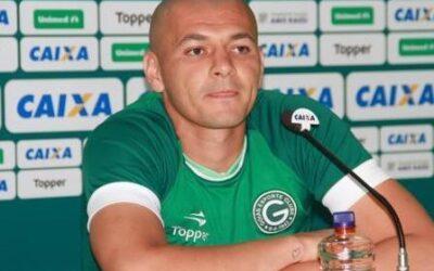 Zagueiro Raphael Silva é apresentado no Goiás e ressalta trabalho forte na pré-temporada