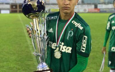 Jovem Caique, do Sub-17 do Palmeiras, é campeão da Scopigno Cup, na Itália