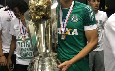 Logo em sua chegada ao Goiás, zagueiro Raphael Silva é campeão goiano!