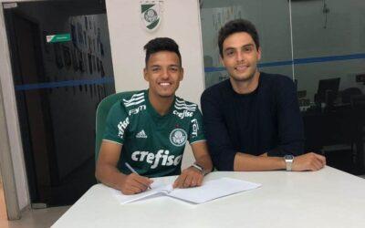 Volante Gabriel Menino renova contrato com o Palmeiras até 2023