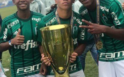 Athos, Caio e Luis Guilherme são campeões do Paulista Sub-13 pelo Palmeiras