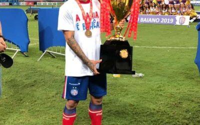 Artur e Élber, do Bahia, são campeões do Campeonato Baiano 2019