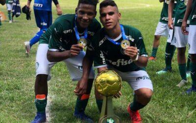 Caio e Athos, meio-campistas do Palmeiras, são campeões do Torneio Brasil-Japão Sub-14