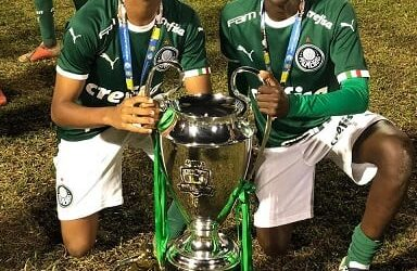 Luis Guilherme e Ramon são campeões da Copa Cidade São Ludgero. Meia-atacante do Verdão é eleito melhor jogador do torneio