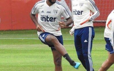 Após trabalhos à parte, volante Jucilei volta a treinar com elenco do São Paulo