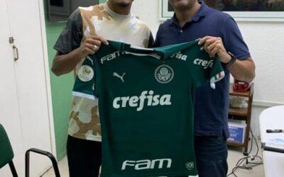 Após sequência no Palmeiras, Gabriel Menino homenageia departamento de base
